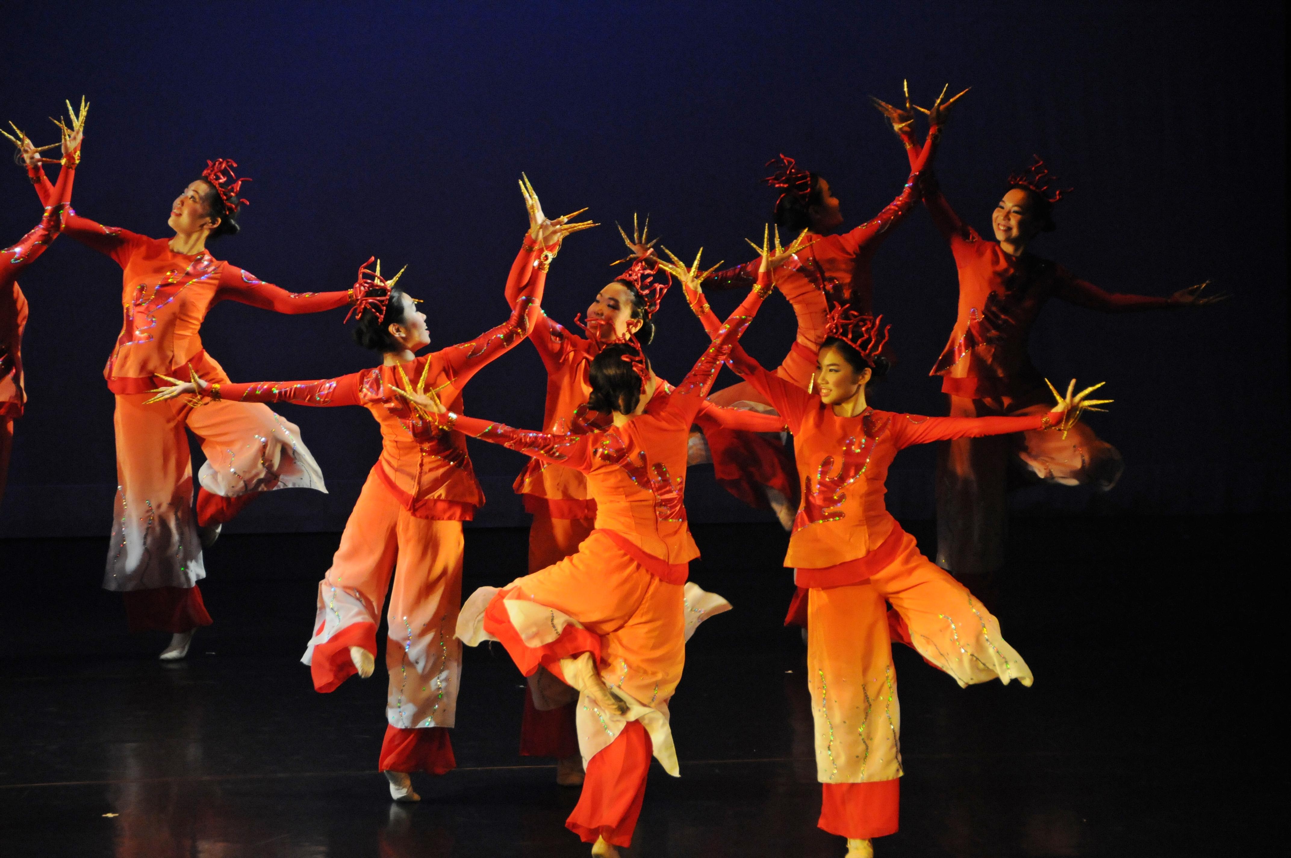 https://hkcchoir.org/sites/default/files/youth_dance_2016wu_yuan_chuan_cheng_4.jpg